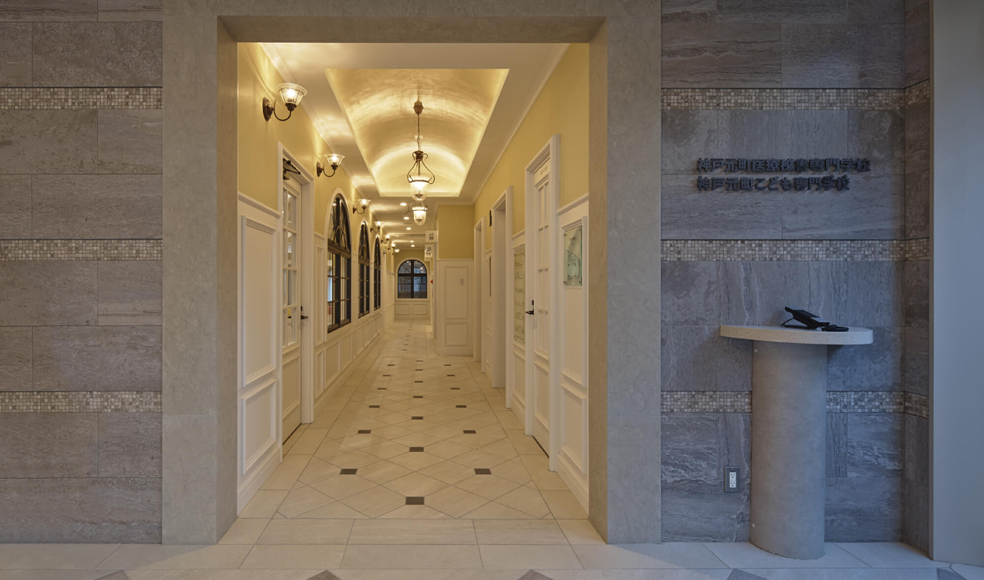 エントランスとキッズルーム前の廊下